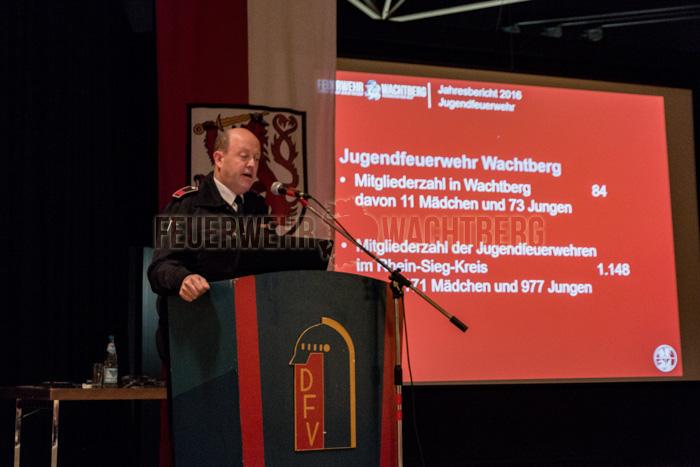 Gemeindejugendwart Norbert Hopp berichtet über die Tätigkeiten der Jugendfeuerwehr Wachtberg.